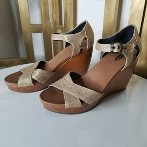 Dr. Scholls Melody Gold Metallic Strappy Wedge 7.5